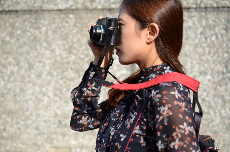 Object of Desire: Ponte Leather Camera Lift-Strap | PDN Online